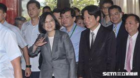 民進黨全代會,主席蔡英文與行政院長賴清德抵達會場 圖/記者林敬旻攝