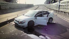 失控翻車死2400