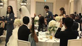 16:9 新郎婚結到一半剪頭毛 賓客看傻以為「有2個老公」 圖/翻攝自sohganizer Twitter https://twitter.com/sohganizer/status/911432402186076160