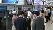 韓國,首爾,地鐵,上班族(圖/攝影者Ian Muttoo, Flickr CC License)https://goo.gl/GDsdSS