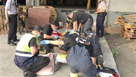 救護人員到場救援。(圖/翻攝畫面)