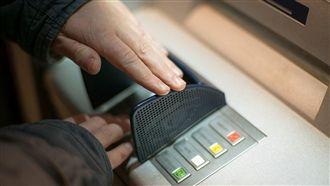 ATM這鈕褪色!他驚:密碼都有X?