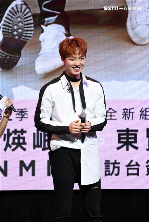 韓國雙人男子團體MXM首度來台舉辦專輯簽唱會吸引滿場歌迷熱情支持