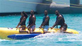 LeBron James、Dwyane Wade、Chris Paul和Carmelo Anthony,香蕉船兄弟(圖/翻攝自推特)