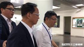 柯文哲赴市議會專案報告 陳嘉昌陪同入議場 盧冠妃攝