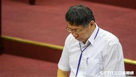 台北市長柯文哲2日赴市議會專案報告,全體起立為李新默哀 圖/記者林敬旻攝