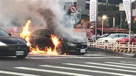 馬莎拉蒂火燒車 翻攝自台灣居住正義協會擔任理事長黃益中臉書