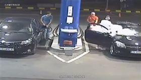 保加利亞,加油,加油站,抽菸,危險行為,滅火器 圖/翻攝自YouTube