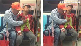網友日前搭乘捷運時,遇到一對老夫妻,老爺爺看見愛妻熟睡,深怕她著涼,於是默默替她扣上衣服鈕扣,讓目擊網友直呼「這一幕…很甜」!(圖/網友《Chung Wei Lei》提供)