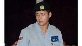▲金善起身穿軍服出席韓國職棒選秀會。(資料照/截自韓國媒體)