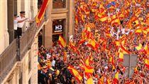 加泰隆尼亞(Catalunya)民眾反對獨立,支持西班牙統一(推特 https://twitter.com/search?q=Catalunya&src=typd)