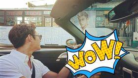 陳奕開車竟遇上粉絲為慶祝自己生日的公車海報。(圖/翻攝自陳奕粉絲團)