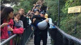 華山北峰,孕婦,身體,健康,警方,暖警,痛苦,大陸,爬山 http://s.weibo.com/weibo/%E8%8F%AF%E5%B1%B1