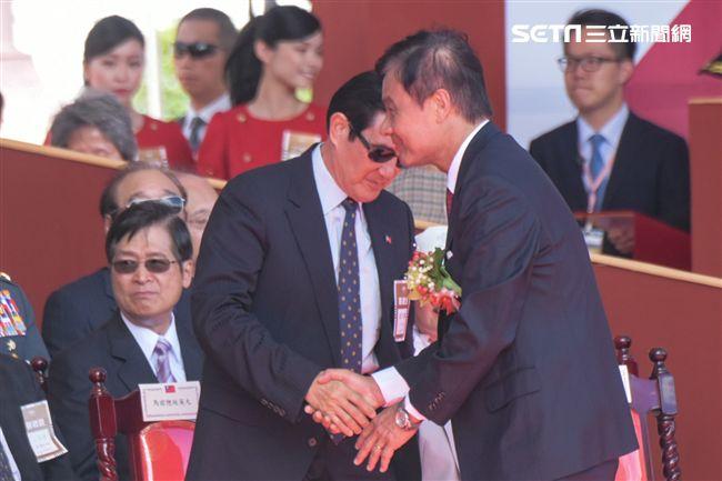 前總統馬英九、立法院長蘇嘉全握手(圖/記者林敬旻攝)
