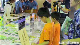 台南市衛生局今年度特製「偽真毒品反毒教育展示模型」至醫療院所及校園進行巡迴展示。(圖/台南市衛生局提供)