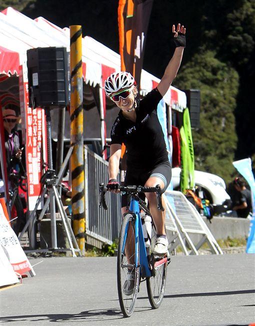 ▲將來台衛冕台灣KOM登山后的英國艾瑪普莉。(圖/中華民國自行車騎士協會提供)