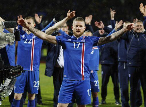 ▲冰島晉級世界杯後以「維京戰吼」歡慶。(圖/美聯社/達志影像)