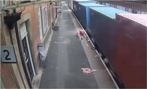 嬰兒車,英國,火車,月台,車站,Nuneaton,英國鐵路安全標準委員會,Rail Safety and Standards Board 圖/翻攝自YouTube