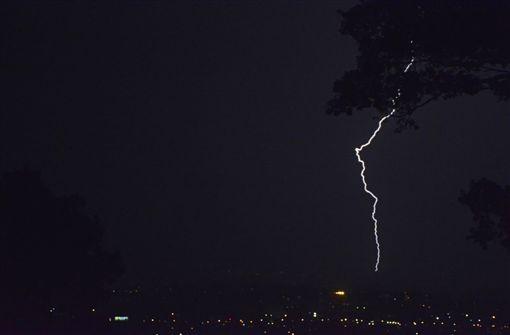 南非德爾班(durban)遭雷暴(Thunderstorms)襲擊釀災,大雨,閃電(推特)