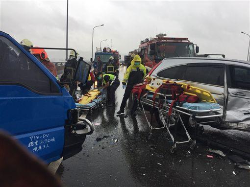 警消人員前往現場救援。(圖/翻攝畫面)
