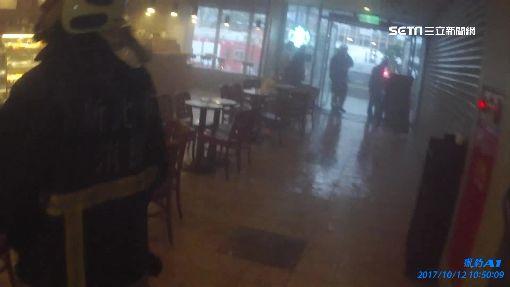 星巴克竄火冒濃煙 店員油鍋起火燒天花板
