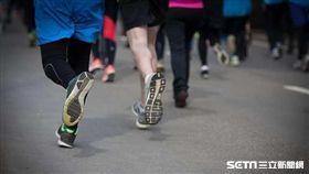 運動,退化性關節炎,跑步,慢跑,操場。(圖非新聞當事人/攝影者Mika Stetsovski,flikr CC License/網址http://bit.ly/1LD0EHE)