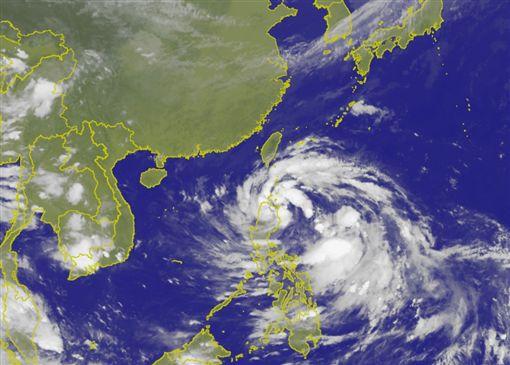 原本位於菲律賓東方海面的一個熱帶性低氣壓,今(12)日晚間生成為今年第20號颱風「卡努」(Khanun),「卡努」未來持續朝西移動,目前影響台灣機率低。氣象局