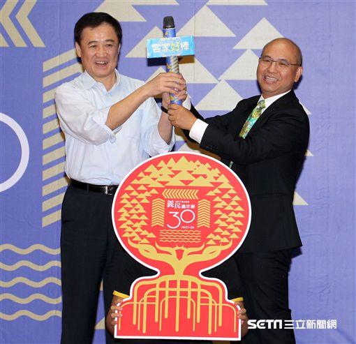 臺北市政府陳景峻副市長(左)客委會曾年有主委(右)。(記者邱榮吉/攝影)