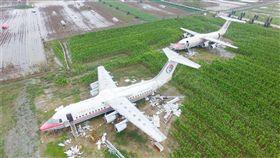 河南土豪花800萬買兩架飛機放田裡免費參觀  視覺中國