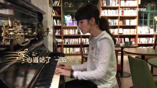 李千娜咖啡廳即興彈唱 粉絲:好想當客人