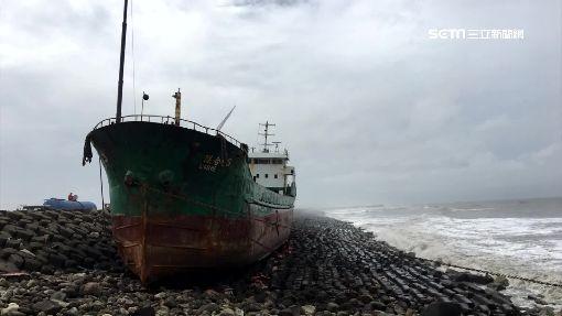 共伴效應風浪大 商船船長摔倒直升機救援