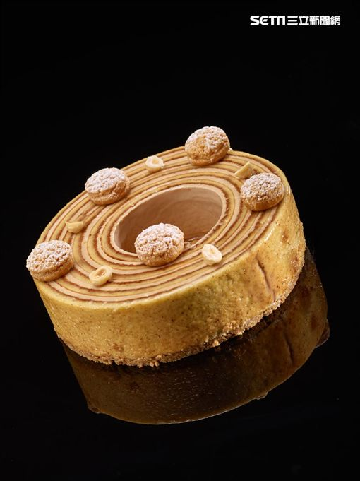 台北君悅酒店宣布,將於10月18至20日,請到甫於2015年獲頒MOF最佳甜點師的克里斯多弗‧何努(Christophe Renou)前來客座。