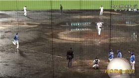 甲子園球場球場狀況差仍照打。(圖/翻攝自推特)