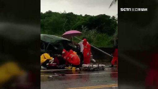 雨彈轟炸路積水! 轎車打滑失控自撞電桿3傷 ID-1095348