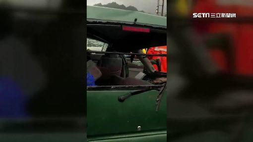 雨彈轟炸路積水! 轎車打滑失控自撞電桿3傷 ID-1095351