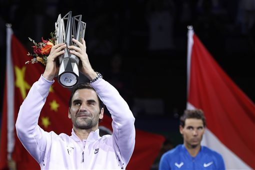 ▲Federer(左)在上海大師賽中奪冠。(圖/美聯社/達志影像)