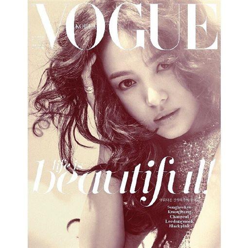 ▲宋慧喬五度登上韓國《VOGUE》封面。(圖/翻攝自微博)