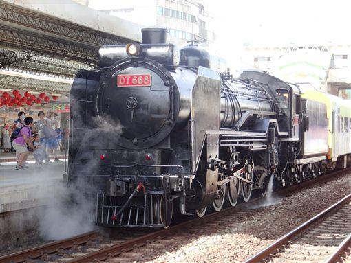 鐵路電氣化前絕景!DT668蒸汽火車首次到南迴