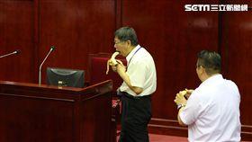 柯文哲專案報告吃香蕉