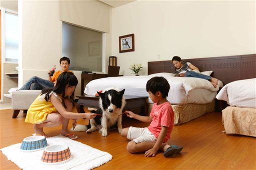 麗新管顧結合旗下的四間飯店,共同推出聯合住宿券,