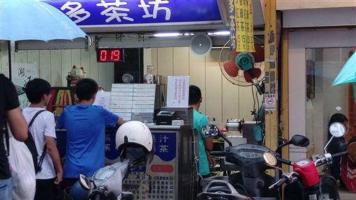 一中街多多茶坊隱藏版飲料停售,網友不捨。(圖/翻攝靠北台中一中2.0)