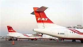 遠航兩架ATR可望同時上線遠東航空26日發布新聞稿指出,第2架ATR72-600型飛機已於下午飛抵松山機場。民航局表示,最近將展開遠航兩架ATR的驗證飛行,若一切順利,可望同時在11月上旬上線營運。(遠航提供)中央社記者汪淑芬傳真 106年9月26日