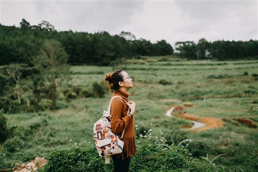 旅行,旅遊,背包客,露營,健走,爬山,登山,單身,女孩,女子(圖/StockSnap)