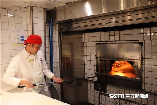 歌詩達新浪漫號,窯烤比薩,餐廳(圖/記者簡佑庭攝)