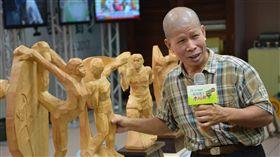 ▲全運會特邀雕塑家黃增添利用漂流木為材料做出最吸睛之大獎。(圖/全運會提供)
