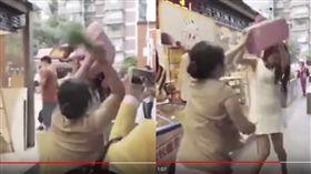 愛馬仕女插隊還羞辱人 大媽拿蔥狂K 圖/翻攝自YouTube