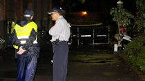 台大校內驚傳潑酸釀傷亡 警方調查釐清國立台灣大學校園內20日凌晨0時許傳出有人潑灑疑似硫酸的不明液體,造成一死兩傷;警方表示,傷者已緊急送醫治療中,詳細案發情況正積極了解調查中。中央社記者張皓安攝  106年10月20日