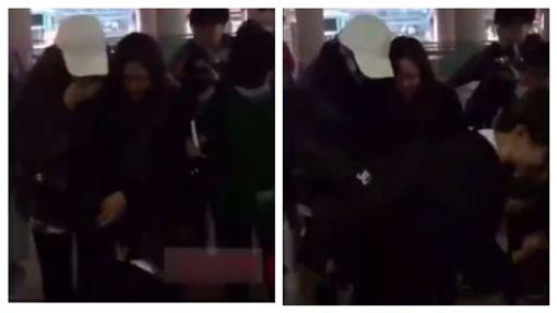 「別扶我!」粉絲摔倒…迪麗熱巴想攙扶遭拒 背後原因超暖 圖/翻攝自微博