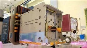 福衛七號2組各6顆衛星,原本預計分別在民年107年與108年發射。國家太空中心20日證實,第2組部分由於美方經費問題,雙方達成共識,決定取消。圖為第一枚與第二枚衛星於國家太空中心整測廠房。(圖/太空中心網站)
