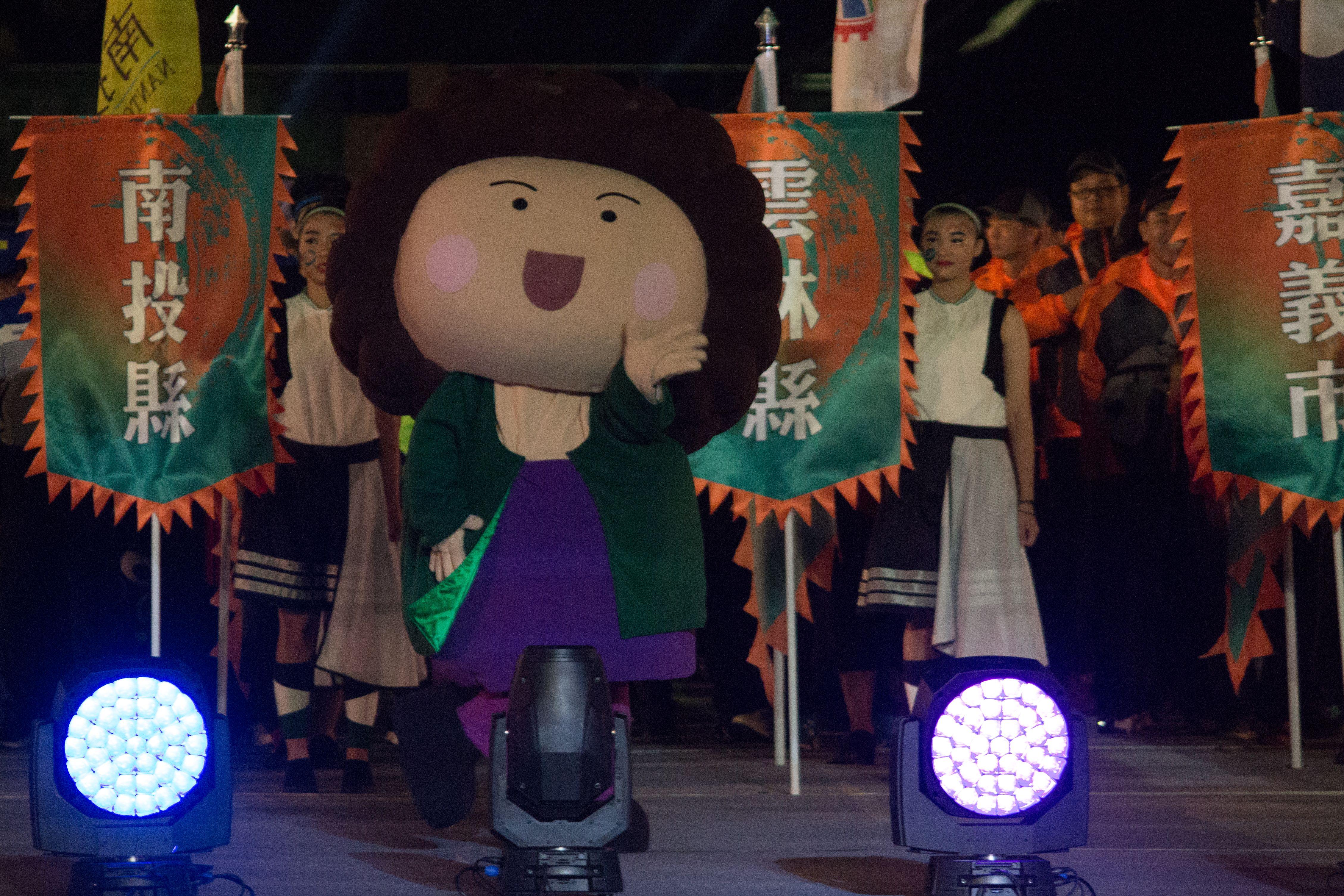 ▲106年全國運動會開幕典禮,高雄代表隊市長「花媽」。(圖/記者蔡宜瑾攝影)
